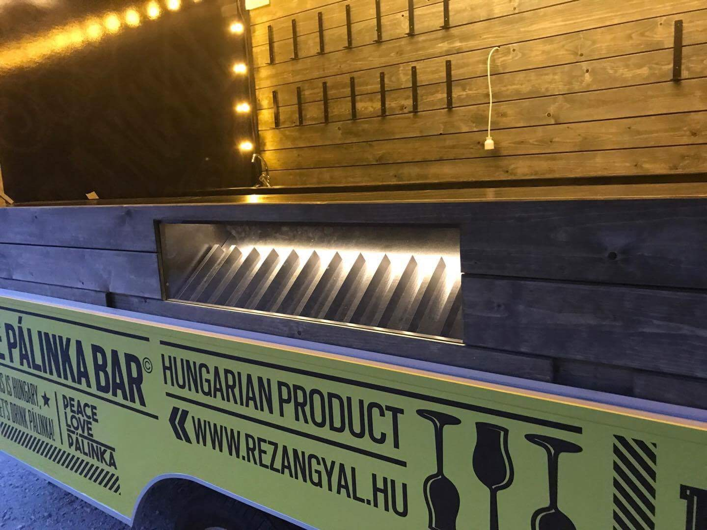 HEYTHERE kreatívügynökség, The Pálinka Bar, foodtruck design, Rézangyal pálinka